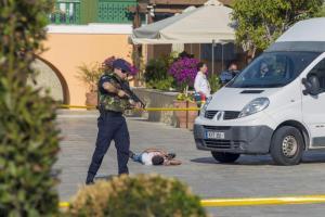 «Επίθεση» με βαν σε πλήθος και πυροβολισμοί – Εντυπωσιακές εικόνες από αντιτρομοκρατική άσκηση [pics]