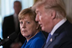Η πρώτη αντίδραση των «ισχυρών» της ΕΕ στον εμπορικό πόλεμο του Τραμπ