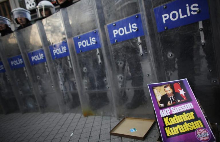 Προφυλακίστηκαν εννέα από τους φοιτητές που διαδήλωσαν κατά της επιχείρησης στο Αφρίν | Newsit.gr
