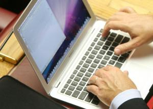Λέσβος: Νεαρός κατηγορείται ότι εκβίαζε ανήλικη από τα Χανιά μέσω διαδικτύου!