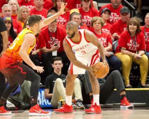 NBA: Σαρωτικοί Ρόκετς στην Γιούτα! Υπέταξαν τους Γουόριορς οι Πέλικανς [vids]