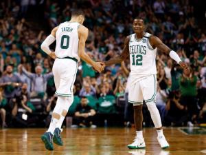 NBA: Εδώ είναι Βοστώνη! Μία νίκη μακριά από τους τελικούς οι Σέλτικς [vid]