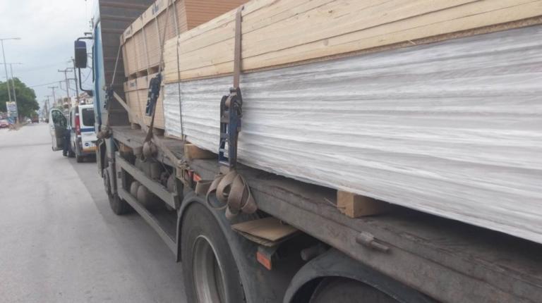 Λάρισα: Χαροπαλεύει γυναίκα που παρασύρθηκε από φορτηγό – Ξεσπούν οι κάτοικοι της περιοχής [vids] | Newsit.gr