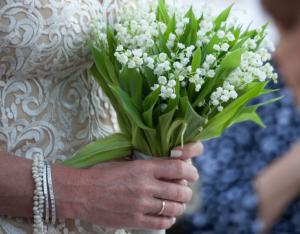 Κρήτη: Ο γάμος με τους 17 κουμπάρους και την κοινωνική ευαισθησία