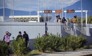 Πάτρα: Μετανάστης καρφώθηκε στα συρματοπλέγματα του λιμανιού [pics]