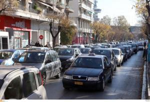 Θεσσαλονίκη: Αυτοκίνητο μπήκε στο αντίθετο ρεύμα… στην Τσιμισκή! [vid]