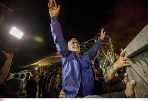 «Τρελάθηκαν» με Σαββίδη στη Θεσσαλονίκη! Αποθεώθηκε από τους οπαδούς στο αεροδρόμιο [pics]