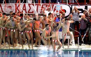Η φιέστα του Ολυμπιακού! «Χαμός» για το 32ο πρωτάθλημα [vid]