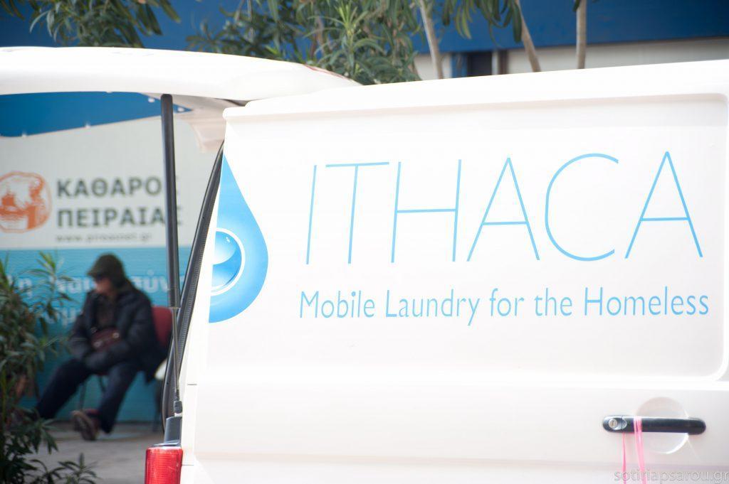 Υπέροχοι άνθρωποι! Φορτηγάκι - πλυντήριο γυρνάει την Αθήνα και ... 886bf2dd39a