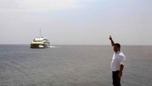 Σίκινος: Ο καπετάνιος του Flying Cat 4 είδε πρώτος αυτές τις εικόνες στο λιμάνι – Έτσι έδεσε το πλοίο [pics]