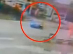 """Τροχαίο Εθνική Οδός: """"Έγκλημα"""" στην κάμερα – Φοβερή σύγκρουση μετά από αναστροφή αυτοκινήτου [vid]"""