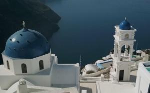 Σαντορίνη: Η μαγεία από drone – Οι εικόνες που διαφημίζουν τον κορυφαίο τουριστικό προορισμό [vid]