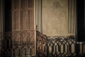 Κρήτη: Έπεσε από το μπαλκόνι! Με πολλαπλά τραύματα γυναίκα στο Ηράκλειο