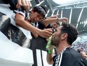 Γιουβέντους: Πλάνταξαν στο κλάμα! «Τρέλα» στο «αντίο» του Μπουφόν – Δάκρυσε ο Ιταλός [pics, vid]