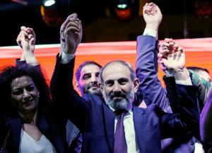 Νικόλ Πασινιάν: Από τις εφημερίδες στη φυλακή και την πρωθυπουργία της Αρμενίας