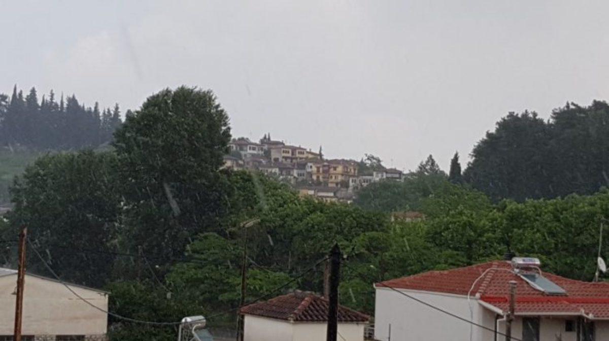 Δυνατή καταιγίδα στα Τρίκαλα [vid]   Newsit.gr