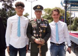 Κομοτηνή: Οι μαθητές που ξάφνιασαν τον αρχηγό του ΓΕΣ – Η συμβουλή του στρατηγού Αλκιβιάδη Στεφανή [pic, vids]