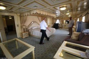 Μέσα στο πλωτό παλάτι του Σαντάμ Χουσεΐν