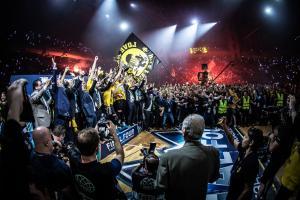 ΑΕΚ: Το τρόπαιο στον ουρανό του ΟΑΚΑ! Η απονομή του Basketball Champions League [vid]