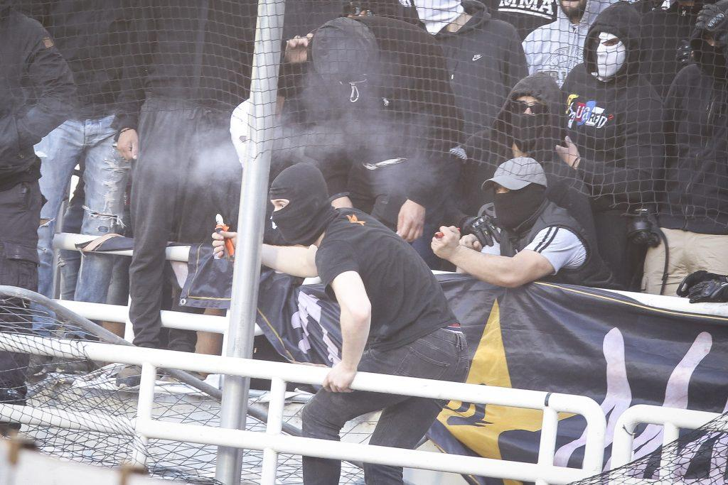 ΑΕΚ – ΠΑΟΚ: Μέτρα για γέλια! Οπαδοί με κόφτη και πιστόλια φωτοβολίδας στο ΟΑΚΑ ! aek paok gipedo13