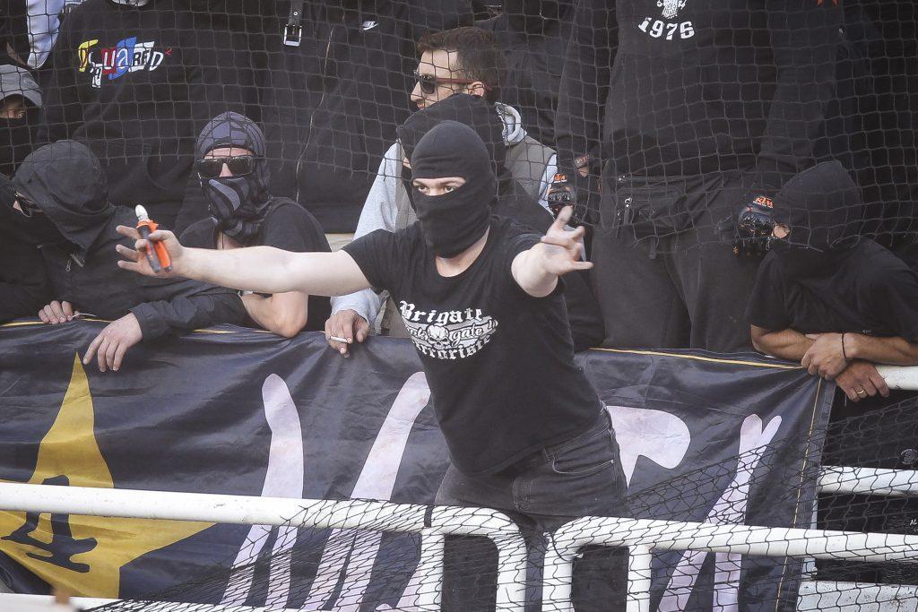 ΑΕΚ – ΠΑΟΚ: Μέτρα για γέλια! Οπαδοί με κόφτη και πιστόλια φωτοβολίδας στο ΟΑΚΑ ! aek paok gipedo14