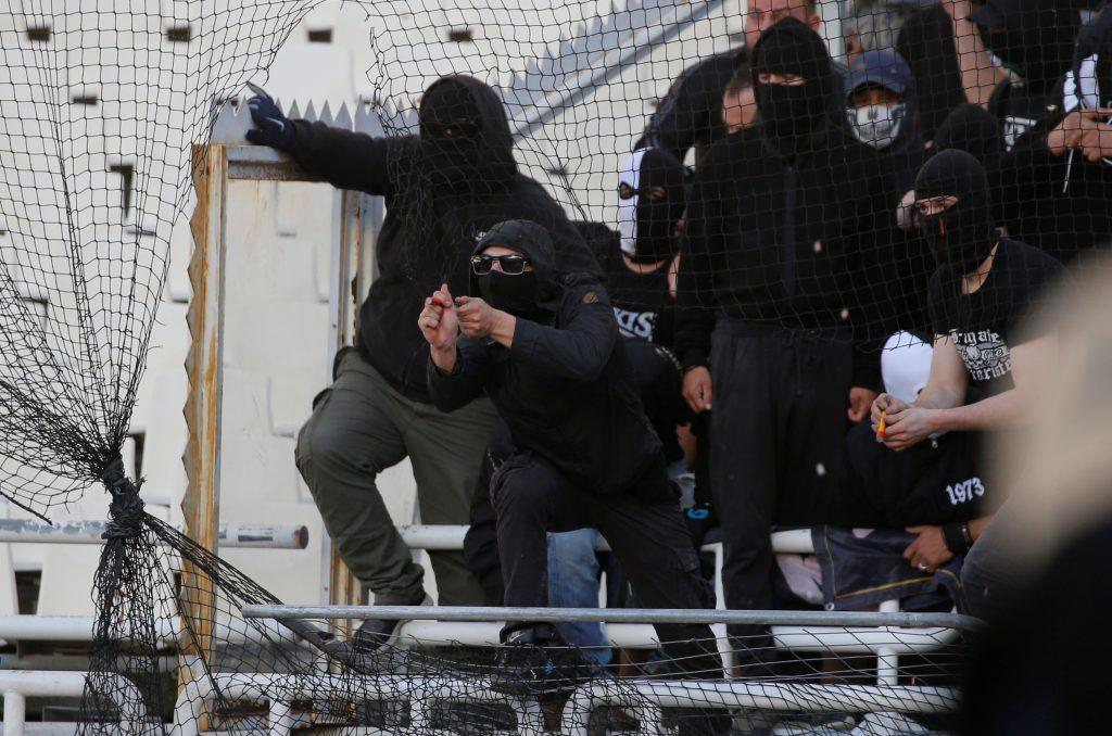 ΑΕΚ – ΠΑΟΚ: Μέτρα για γέλια! Οπαδοί με κόφτη και πιστόλια φωτοβολίδας στο ΟΑΚΑ ! aek paok gipedo21