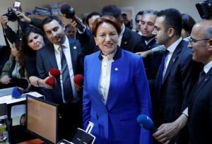 Τουρκικές εκλογές: Επίδειξη δύναμης της Ακσενέρ! Ξεπέρασε τις 100.000 υπογραφές και εξασφάλισε την υποψηφιότητα της από την πρώτη μέρα