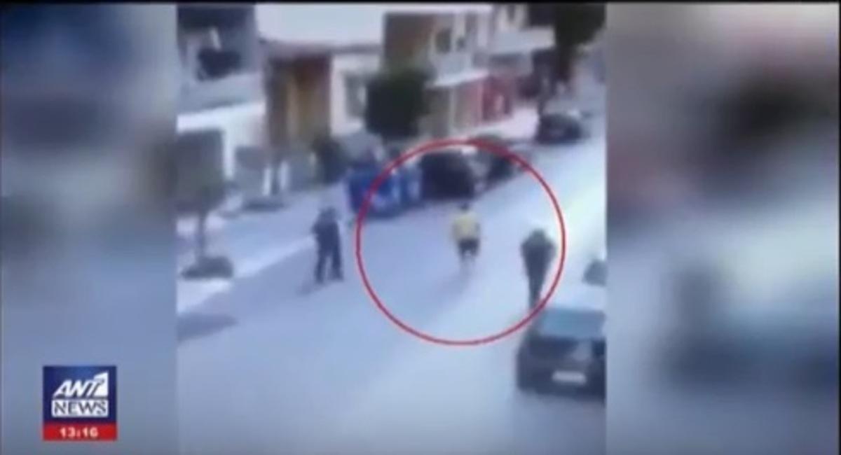Καλαμάτα: Η στιγμή της επίθεσης με μαχαίρι σε αστυνομικούς – Βίντεο ντοκουμέντο