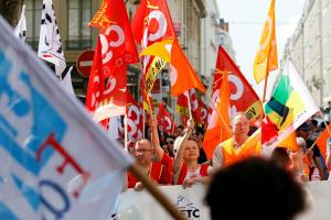 """""""Παρέλυσε"""" η Γαλλία με τις σημερινές απεργίες – Τουλάχιστον 130 διαδηλώσεις σε όλη τη χώρα"""