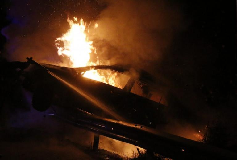 Πυρπόλησαν αυτοκίνητα στο ΑΤ Ασπροπύργου! Ήθελαν να… σβήσουν ίχνη | Newsit.gr