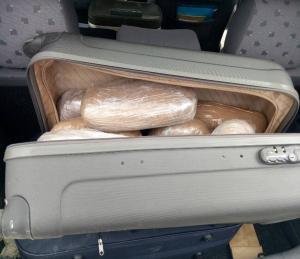 Θεσπρωτία: Έκρυβε στις βαλίτσες της 27 κιλά κάνναβης! [pics]