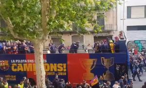 """Μπαρτσελόνα: """"Ξύλο"""" μεταξύ Πικέ και Σουάρες στη φιέστα των Καταλανών [vids]"""
