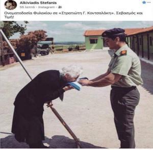 Έσκυψε και φίλησε τη Γαλανόλευκη! Συγκλονίζει η κόρη του ήρωα του Β' Παγκοσμίου Πολέμου Γεωργίου Κοντσαλάκη