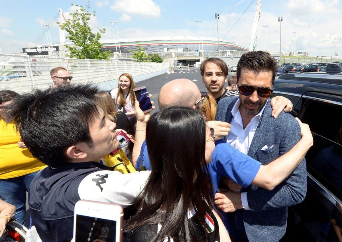 Και κλάματα και selfies για τον αρχηγό | Newsit.gr