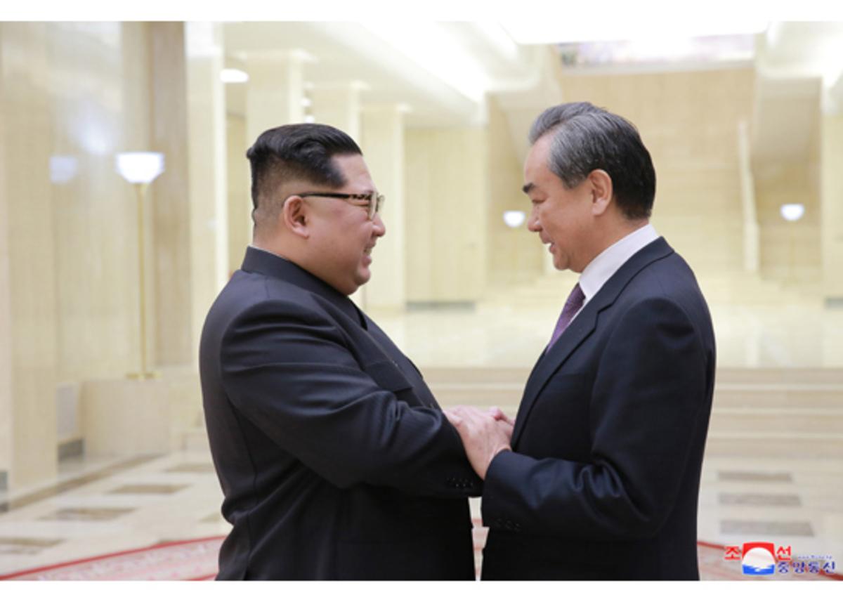 Στην Κίνα και πάλι ο Κιμ Γιονγκ Ουν! Οι δυο ηγέτες βόλταραν στην παραλία [pics, vids]