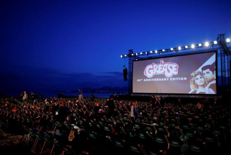 Ταινίες πρώτης προβολής θα μπορούν να βλέπουν οι χρήστες μέσω της εφαρμογής Smart Cinema | Newsit.gr