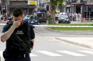 Μακελειό στην Λιέγη: Συγκλονίζει ο δακρυσμένος αστυνομικός [pics]