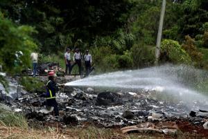 """Δεκάδες νεκροί και 3 επιζώντες που """"χαροπαλεύουν"""" από την συντριβή αεροπλάνου στην Αβάνα"""