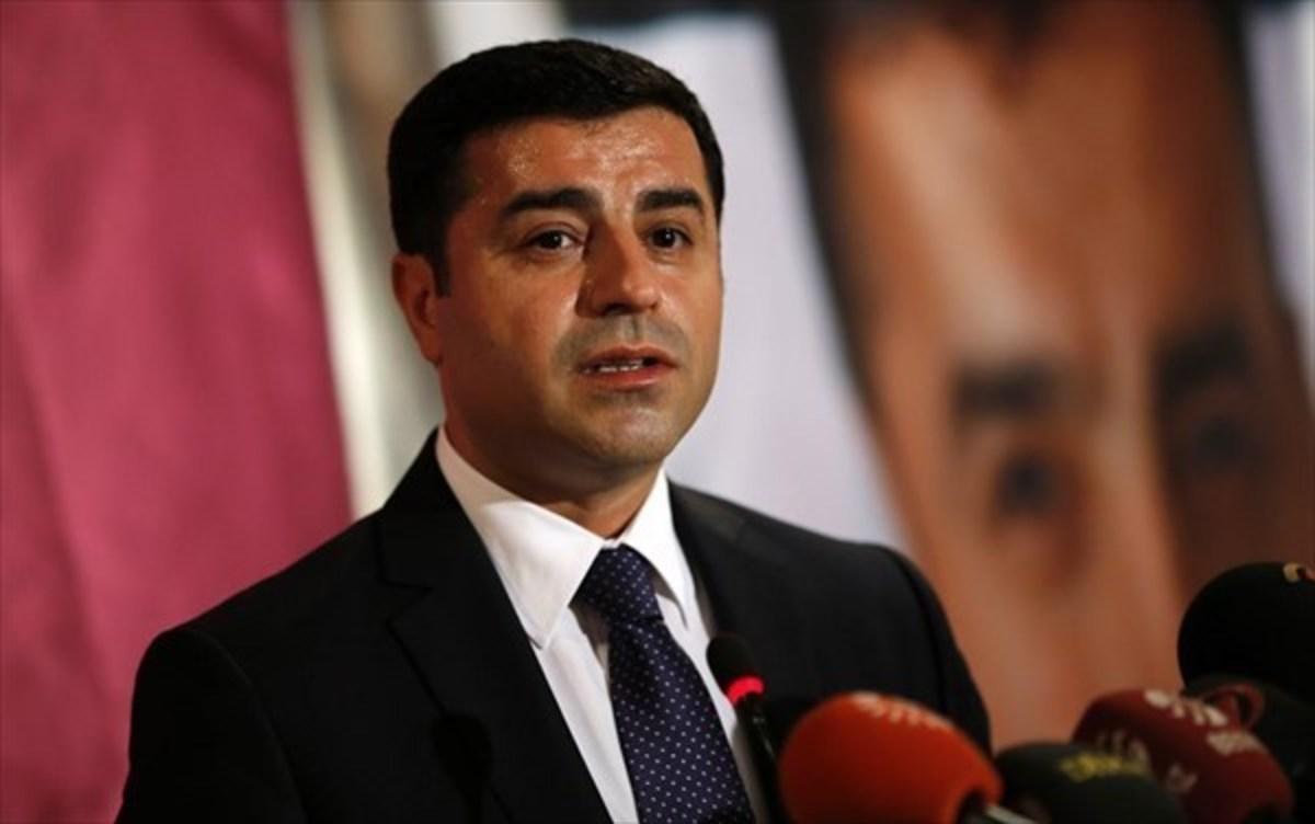Τουρκία- εκλογές: Τραγελαφικές εικόνες – Προεκλογική συγκέντρωση Ντεμιρτάς μέσω… βίντεο