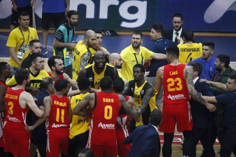ΑΕΚ – Μούρθια: «Φωτιά» στο φινάλε! Πιάστηκαν στα χέρια παίκτες των δύο ομάδων | Newsit.gr