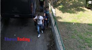 Στα δικαστήρια ο Μπουτάρης και οι κατηγορούμενοι για την επίθεση – Προκλητικός ο ένας [pics, vids]