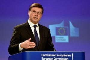 Ντομπρόβσκις: Συζητάμε τη σύνδεση ελάφρυνσης του χρέους με την ανάπτυξη