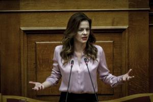 Ομόφυλα ζευγάρια: Το μήνυμα στους διαφωνούντες του ΣΥΡΙΖΑ το έστειλε η… Αχτσιόγλου