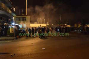 Πετροπόλεμος και δακρυγόνα στο κέντρο της Μυτιλήνης – Δύο προσαγωγές [pics]