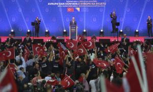 «Αυτοκρατορική» προεκλογική φιέστα Ερντογάν στο Σαράγεβο