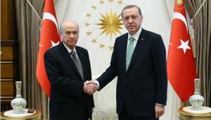 """Τουρκία: Και πάλι… Ερντογάν """"δείχνει"""" δημοσκόπηση για τις εκλογές"""
