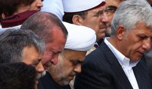 """""""Λύγισε"""" ο """"σκληρός"""" Ερντογάν! Του έδειξαν φωτογραφία με τη μητέρα του [vid]"""