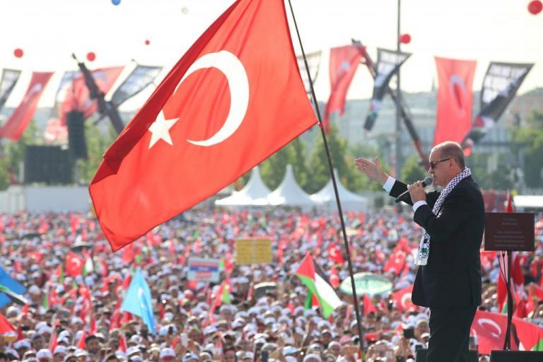 Τουρκία – δημοσκοπήσεις: Στο «τσεπάκι» του Ερντογάν η πρωτιά, όχι η… αυτοδυναμία
