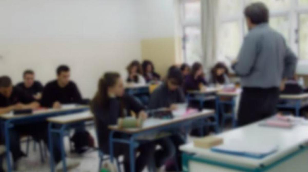 Μαθητής «σάπισε» στο ξύλο καθηγητή επειδή του είπε να κάτσει σε άλλο θρανίο! | Newsit.gr