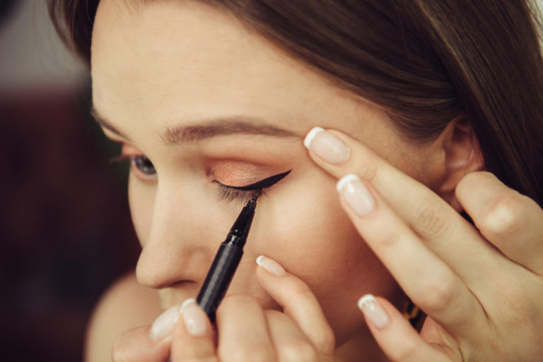 Προσοχή με το eyeliner: Τι μπορεί να πάθουν τα μάτια σας! | Newsit.gr